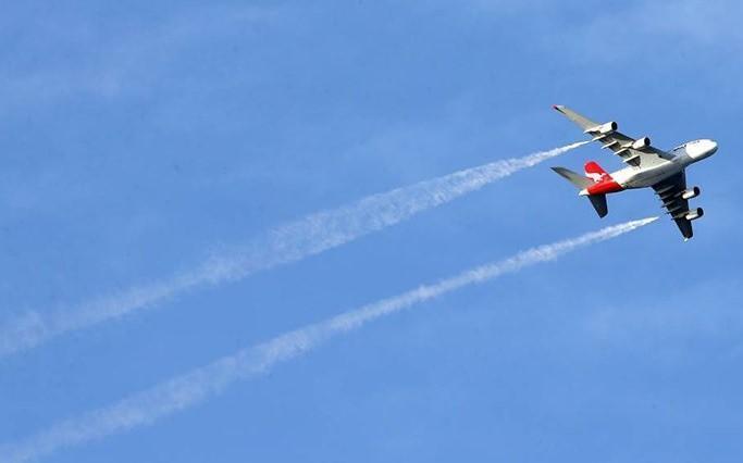 سوخت هواپیما برسر دانش آموزان در لس آنجلس تخلیه شد