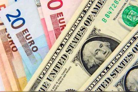 دلار ویورو سال پیش در بازار تهران چه میزان نوسان داشتند